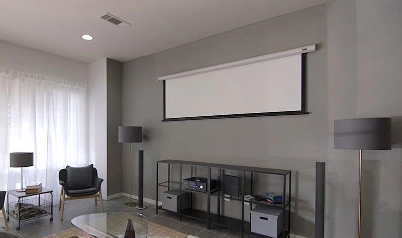 Choose between electric or manual retraction screen retractable